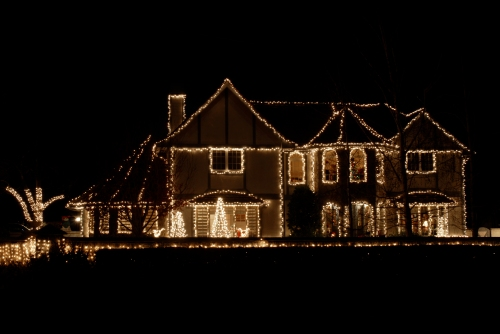 lighting-your-house-for-the-holidays